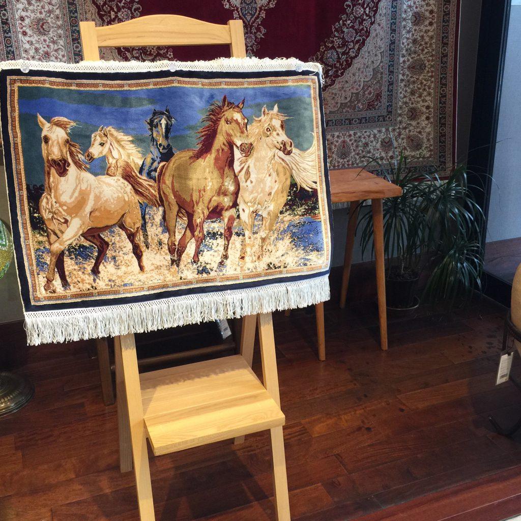竹素材,絨毯,絵画,シルク絨毯,絵画絨毯,馬の絵,タペストリー,バンブーシルク,海外インテリア,新築,トルコ絨毯,静岡,呉服町,家具