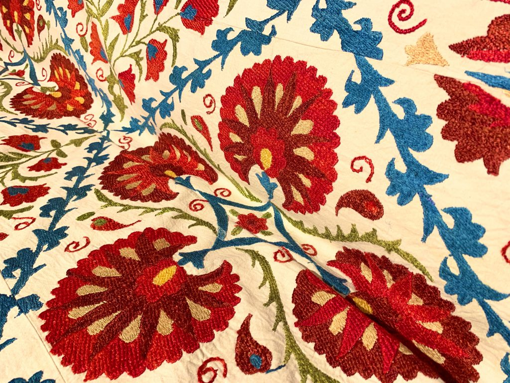 スザニ,ウズベキスタン,刺繍,シルク,ソファカバー