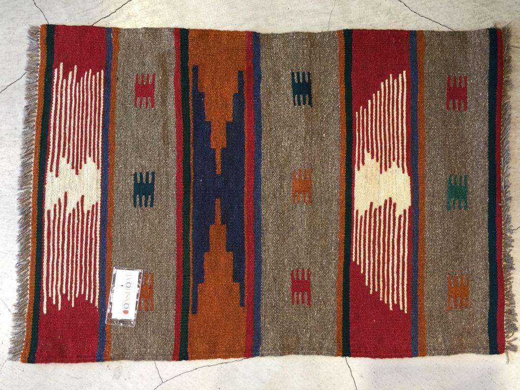 キリム,手織り,羊毛,玄関マット,ベッドサイド,パーソナルスペース,キレイ,可愛い,心地よい,満足感